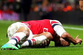 walcott knee injury pic